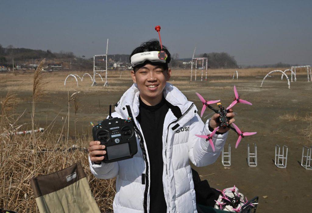 Champion du monde drone racing fpv